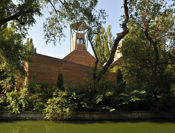 3 Waterfowl Pavilion of Beijing Zoo, Beijing, China, 2013  Project Design: SONG Yehao, WANG Lina, SUN Jingfen, XIE Dan/Beijing THCA Architectural Design and Consulting Institute Co., Ltd.