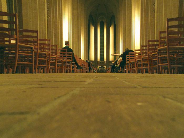 Interieur Grundtvigs Kirke aften.